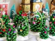 Pine Cone Christmas Trees
